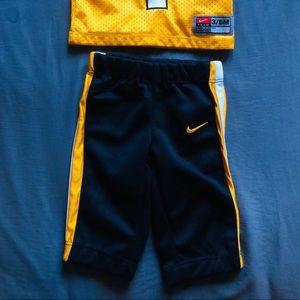 Hawkeyes jersey/pants
